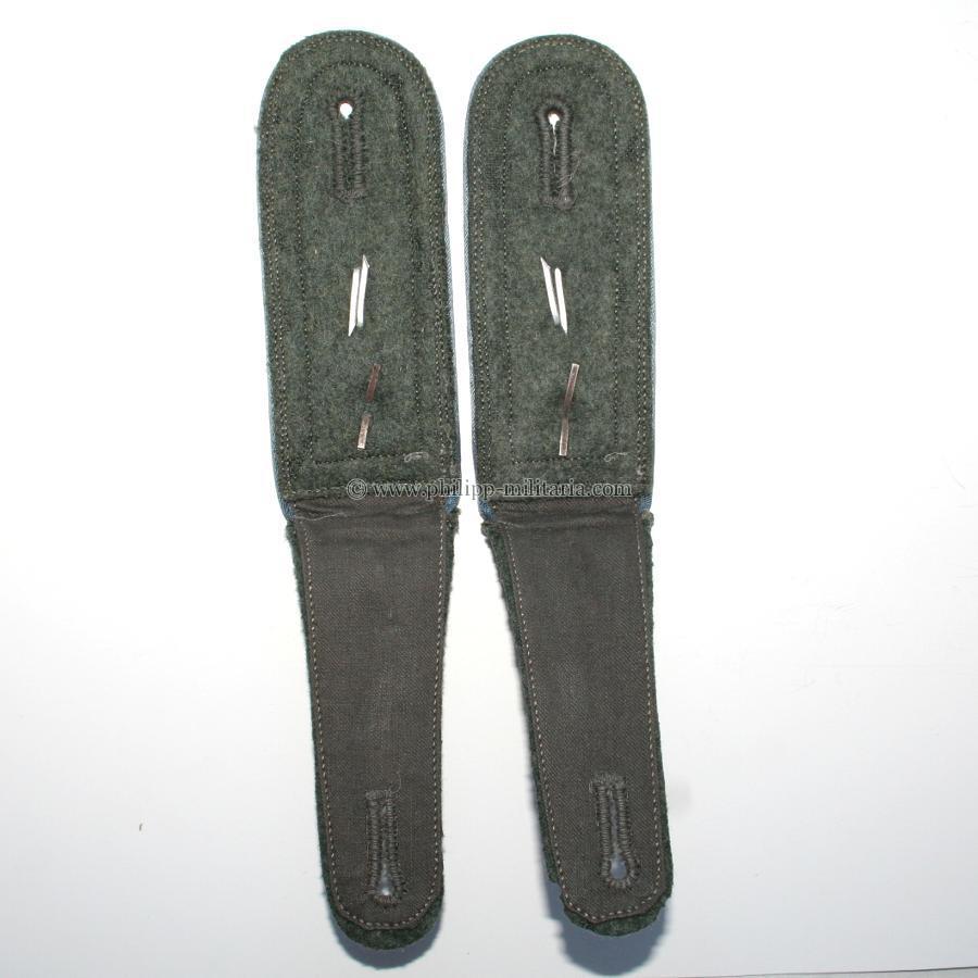 Ein paar schulterklappen f r einen feldwebel der - Schuhschrank fa r 40 paar schuhe ...